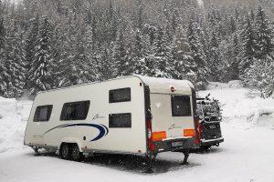 Mit Sommerreifen im Schnee - Beitragsbild